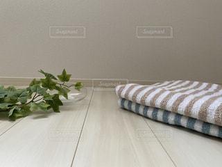 ベッドの上の花のクローズアップの写真・画像素材[3421909]
