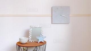 テーブルの時計の写真・画像素材[3471296]