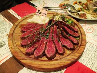 馬肉ステーキの写真・画像素材[2372115]