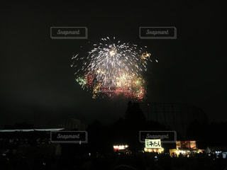 夜空の花火の写真・画像素材[2372209]