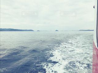 船から見る海の写真・画像素材[2373246]