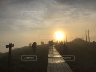 太陽へ向かう道。の写真・画像素材[2374552]