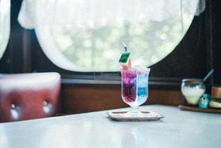 喫茶店のクリームソーダの写真・画像素材[2377333]