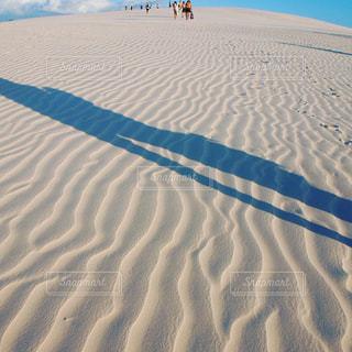 浜辺の人々のグループの写真・画像素材[2376219]