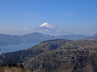 中央に富士山がある景色の写真・画像素材[2436676]