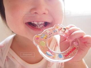 歯磨きをする赤ちゃんの写真・画像素材[2382978]