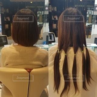 髪を切る女性の写真・画像素材[2383012]
