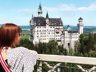 ドイツ、ノイツヴァンシュタイン城と自然の写真・画像素材[2396441]