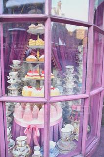 ピンクのケーキスタンドの写真・画像素材[2387429]