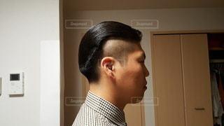 ガッチガチに固めたヘアスタイル(サイド)の写真・画像素材[3606437]