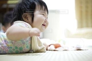 喜びを表す赤ちゃん。の写真・画像素材[3704190]