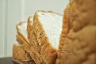 パンの片をクローズアップするの写真・画像素材[3732161]