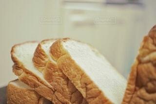 一斤から切り出した食パン。の写真・画像素材[3732158]