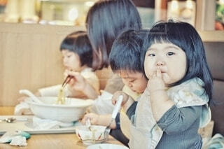 家族でお昼ごはん。の写真・画像素材[4353855]