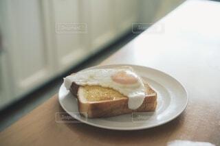 朝ごはんを準備中の写真・画像素材[4660401]