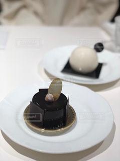 皿の上のケーキのクローズアップの写真・画像素材[2416938]