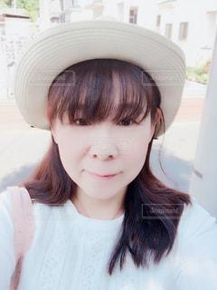 帽子をかぶった女性の写真・画像素材[2818452]