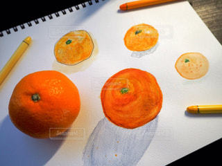 テーブルの上のオレンジのグループの写真・画像素材[2778745]