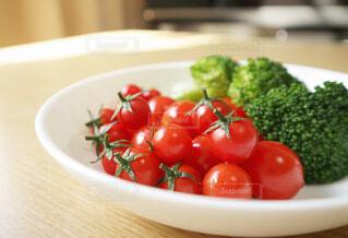プチトマトとブロッコリーの写真・画像素材[3674110]