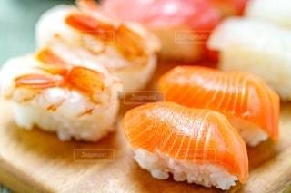 サーモン寿司の写真・画像素材[2392966]