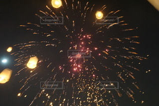 花火とコムローイの写真・画像素材[2412967]