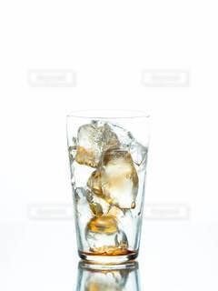 飲み干されたグラスの写真・画像素材[2991366]