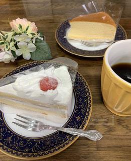 苺のショートケーキと、チーズケーキ。の写真・画像素材[2675690]