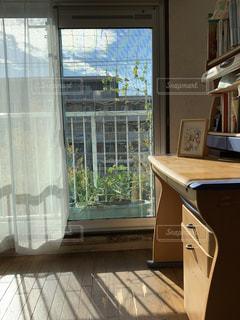 南向きの勉強部屋の写真・画像素材[2781143]