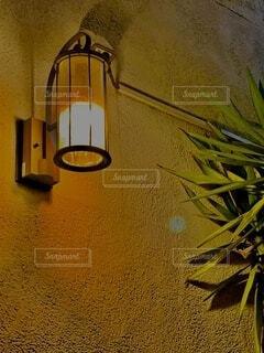 レストラン前の素敵なライトの写真・画像素材[3736347]