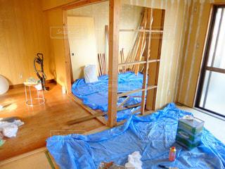 部屋の壁を解体するの写真・画像素材[2488888]
