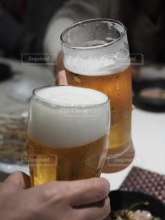 ビールで乾杯の写真・画像素材[2497096]