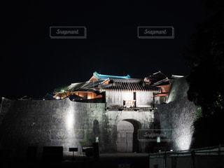 ライトアップされた首里城の写真・画像素材[2677416]