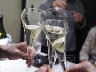 シャンパンで乾杯の写真・画像素材[2726230]