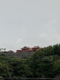 正殿を建て直している首里城の写真・画像素材[3591188]