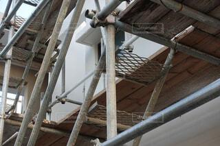 足場が組まれた住宅の工事現場の写真・画像素材[3827904]