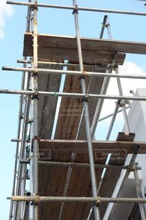 足場が組まれた住宅の工事現場の写真・画像素材[3827906]