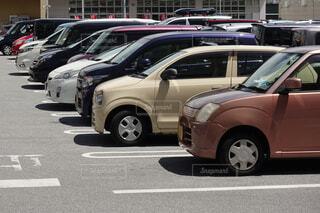 整備された広い屋外駐車場の写真・画像素材[3827911]