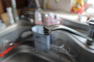 キッチンのシンク周りと蛇口の写真・画像素材[4026025]