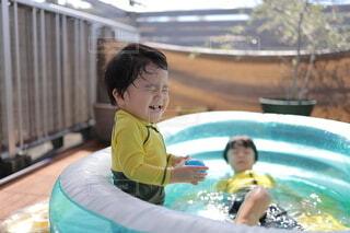 プールで楽しく遊ぶ子供たちの写真・画像素材[4769191]