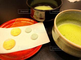 抹茶と茶菓子の写真・画像素材[2402078]