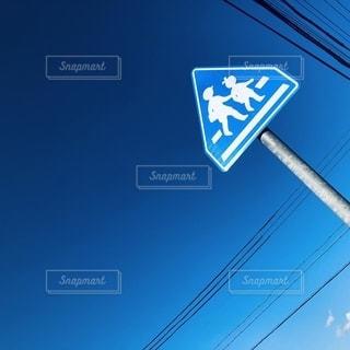 標識と空の写真・画像素材[2681454]