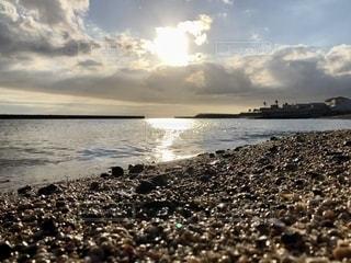浜辺の夕陽の写真・画像素材[2681498]