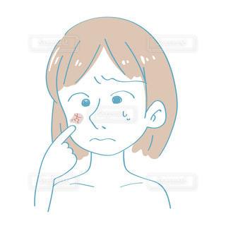 乾燥肌に悩む女性の写真・画像素材[2417167]