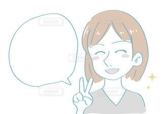 笑顔でピースする女性 話すの写真・画像素材[2426247]