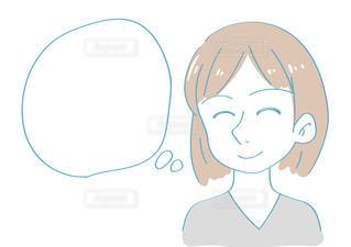 笑顔で想像する女性 ふきだしの写真・画像素材[2426251]