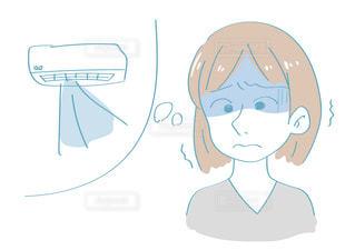 冷房で冷えた女性の写真・画像素材[2436490]