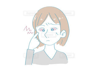 目が充血した女性の写真・画像素材[2445801]
