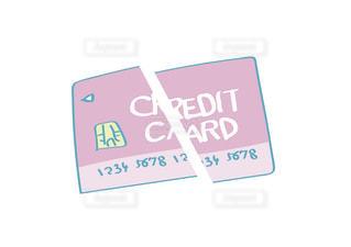 クレジットカードを破棄するイメージの写真・画像素材[2460312]