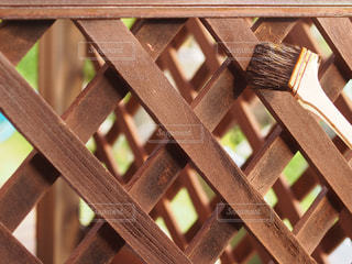 フェンスを塗るの写真・画像素材[2506038]