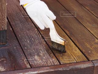 木製のウッドデッキの補修の写真・画像素材[2506045]